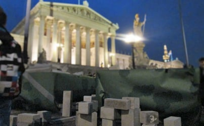 Protesters dump Hypo city in front of parliament