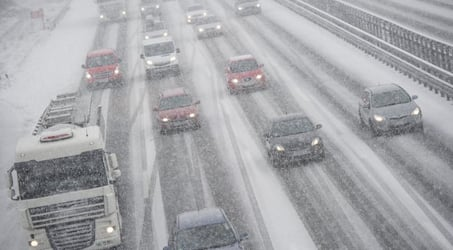 Snow and wind cause Vienna airport delays