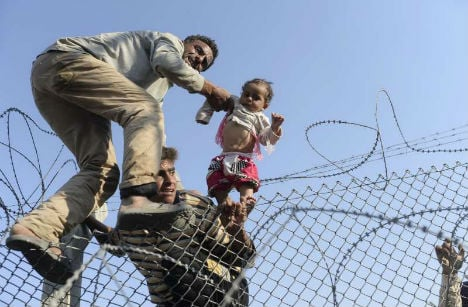 Austria to help Hungary cope with migrant wave