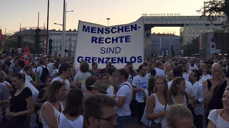 20,000 protest in Vienna over migrant treatment
