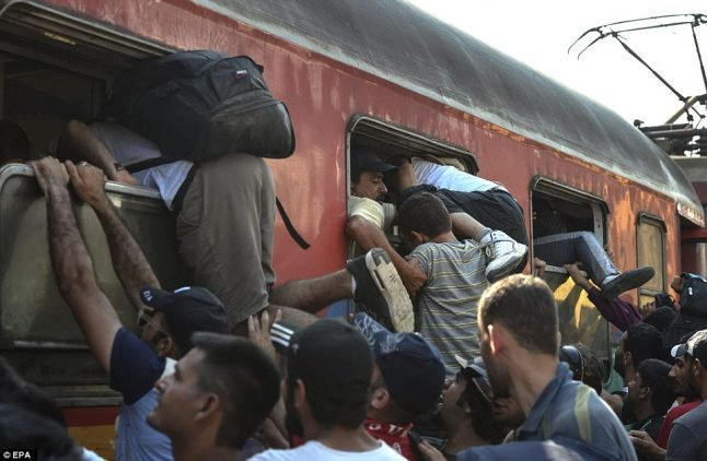 Migrant search intercepts 200 suspected refugees