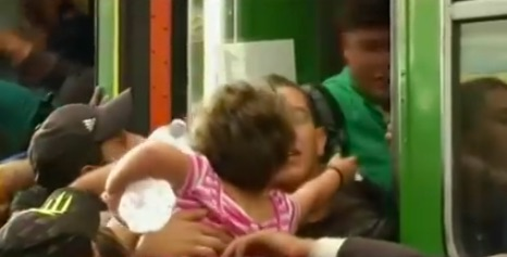 Hungary offers buses to refugees