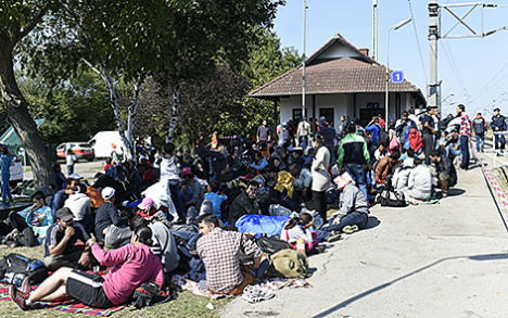 Austria deploys army to help with refugee crisis
