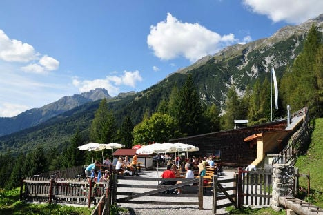 Hikers beaten up by mountain bikers in Tyrol
