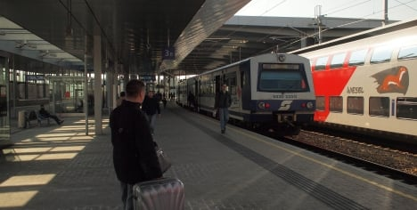 3,650 migrants arrive on trains in one day