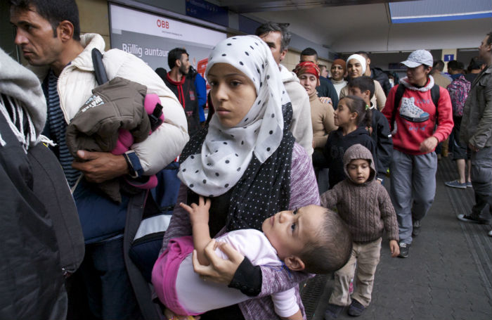 Refugee crisis: Images from Vienna's Westbahnhof station