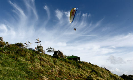 Austrian gets tangled up in paragliding lie