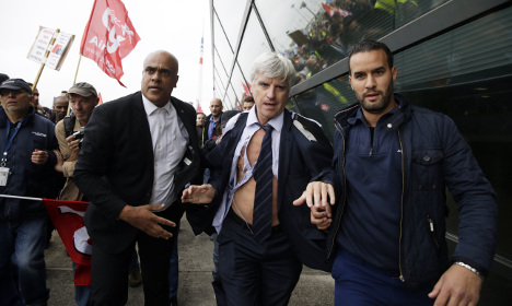 Five Air France staff held over suit ripping gate