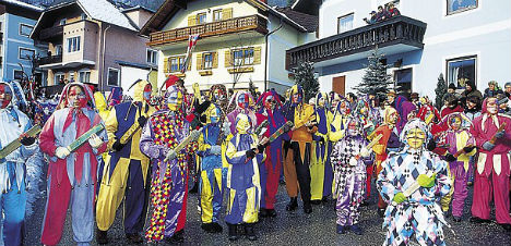 Jokes about refugees 'banned' during carnival