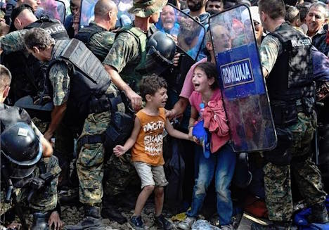 Tens of thousands of refugees 'trapped'