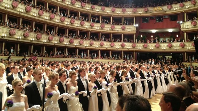 Hundreds of police to guard Opera Ball guests