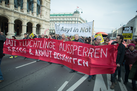 Thousands protest against refugee policies in Vienna
