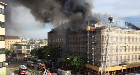 Large roof fire causes traffic chaos in Vienna