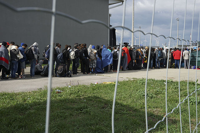 Austrian Defence Minister: It's time for EU to strengthen borders
