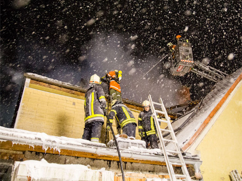Over 100 firefighters called to extinguish blaze in freezing cold