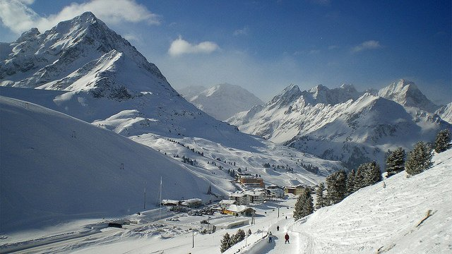 Up to four skiers feared dead after Austria avalanche
