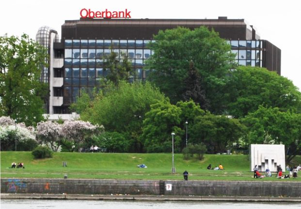 Austrian bank signs deal to boost exports to Iran