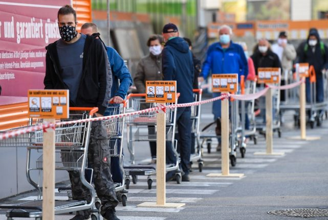 Shoppers in masks: Austrians get used to the 'new normal'
