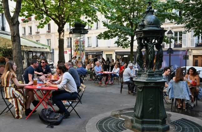 Should Paris allow cafés and restaurants to permanently extend their terraces?
