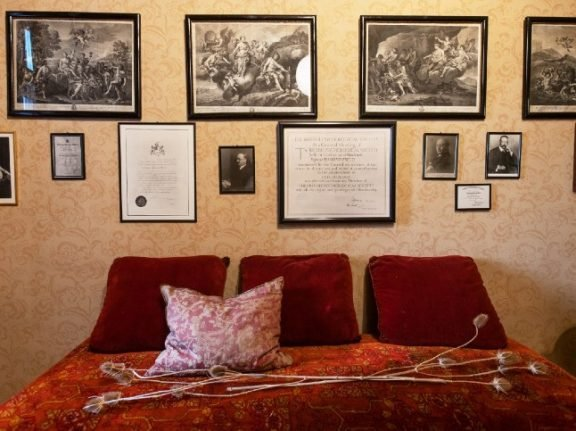 Freud's Vienna consulting rooms open without furniture