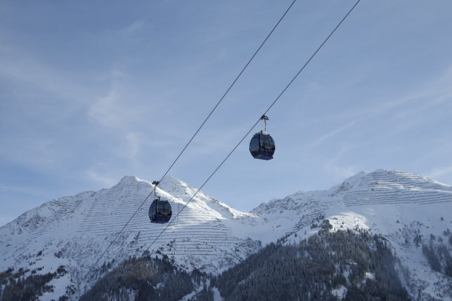 Police fine almost 100 foreigners at Austrian ski resort