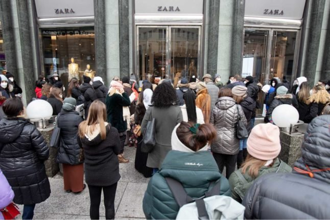 Queues for tests, shops and hairdressers: How Austria reacted to the lockdown relaxation