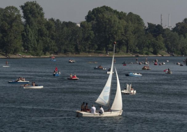 Boating enthusiasts sail on the Old Danube in Vienna. (Photo by JOE KLAMAR / AFP)