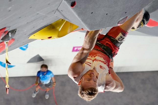 Austria's Jakob Schubert approaches the top to win the men's sport climbing lead final during the Tokyo 2020 Olympic Games at the Aomi Urban Sports Park in Tokyo on August 5, 2021. (Photo by - / POOL / AFP)