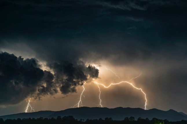 Warm weather then thunderstorms predicted for Austria this week