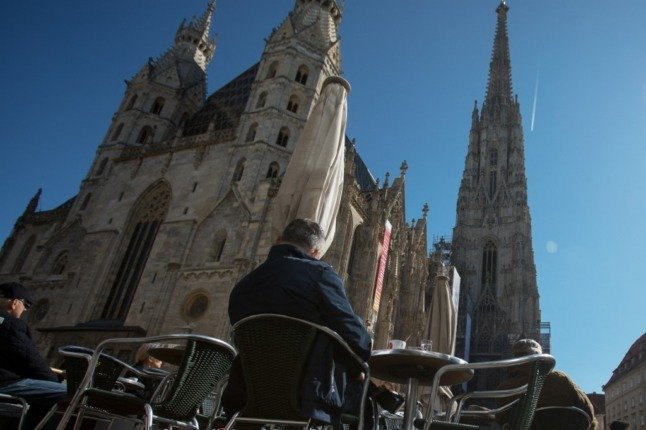 People can come to be vaccinated in Vienna's St Stephen's Cathedral without pre-registration (Photo by ALEX HALADA / AFP)